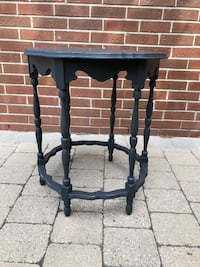 Vintage Refinished Side Table / Plant Stand / Accent Table Toronto, M9L 2Z7