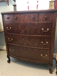Antique tiger oak dresser chest of drawers.  Kensington