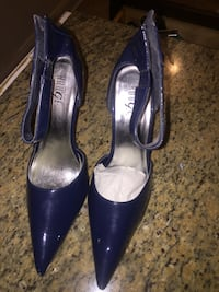 pair of blue leather pointed-toe heeled shoes 48 km