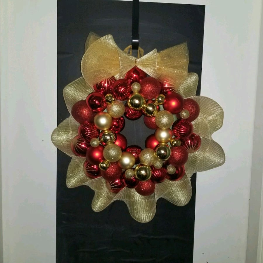 Brand new handmade Christmas ball wreath red and gold