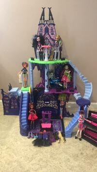 Monster High Playset with Dolls & Accessories Mansfield, 02048