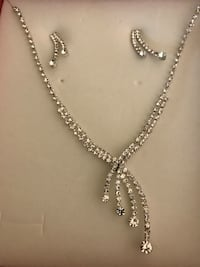Brand new necklace with earrings Pickering, L1V 5V6