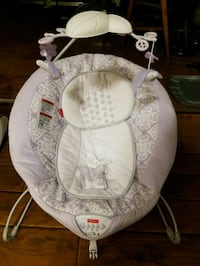 baby's white and lavender Fisher-Price bouncer Chauvin, 70344