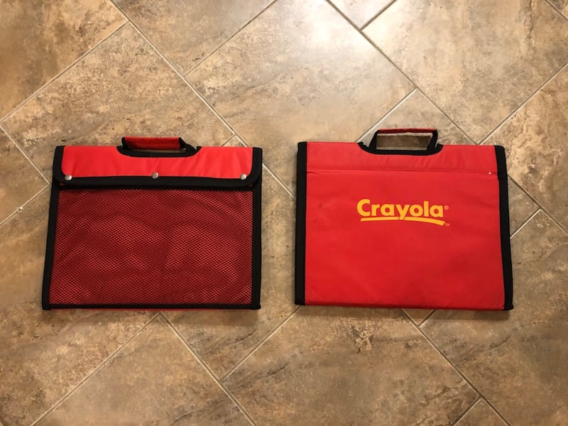Crayola travelling whiteboards and markers case b11afed1-b072-4b02-84c4-a89afa385e0c