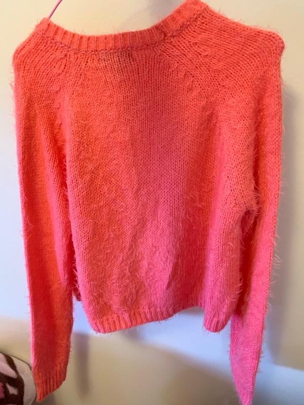 Sweater small size brand new f732586e-a13a-4757-9caa-4754c014ddef