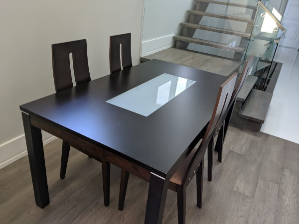 Dining Table and Chairs in Excellent Condition! a1dce631-d204-485d-aab7-0655533ed695