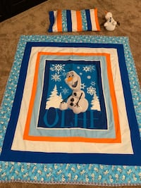Disney Olaf quilt/bedspread, pillow case and Olaf Character! So cute!!