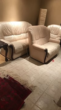 white leather 2-seat sofa Vaughan, L4H 2T7