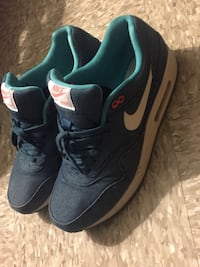 pair of black Nike low-top sneakers 14 km