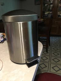 Stainless steel pedal two gallon trash bin, I don't have the bucket that goes inside