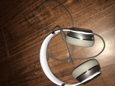 Grey wired beats solo 2