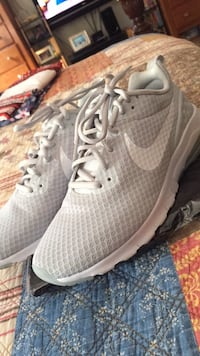 Nike air max motion low running shoes grey sz 9 Silver Spring, 20906
