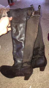 pair of black leather knee high boots Londonderry, 03053