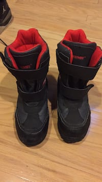 pair of black-and-red boots 洛克維爾, 20852