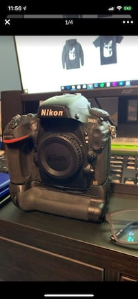 Nikon D800 with battery grip
