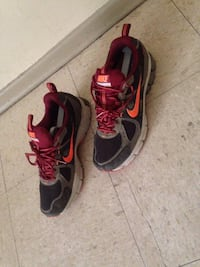 Pair of black-and-red nike running shoes size 8 Winnipeg, R2L 1P8