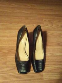 pair of black leather pointed-toe heeled shoes Sioux Falls, 57104