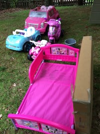 Kids power wheels electric charger included minnie mouse kid bed Lake Ridge, 22192
