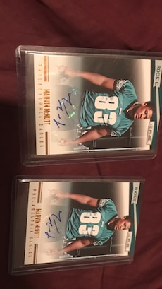 2 autographed Eagles WR Marvin McNutt cards