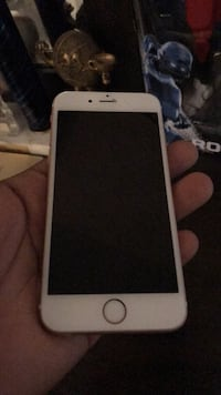 gold iPhone 6 with case Virginia Beach, 23454