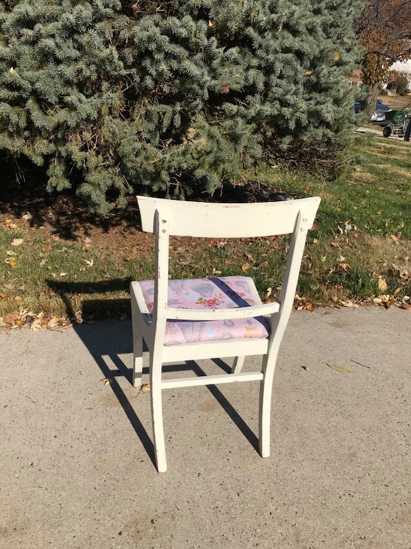 French country shabby chic chair 3d9ad3be-82c3-4a2d-9d71-077331557b07