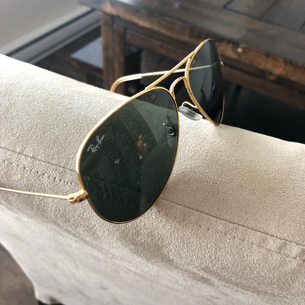 Used Black and gold Ray Ban Aviators for sale in Maple Ridge - letgo 68592fcb6ec