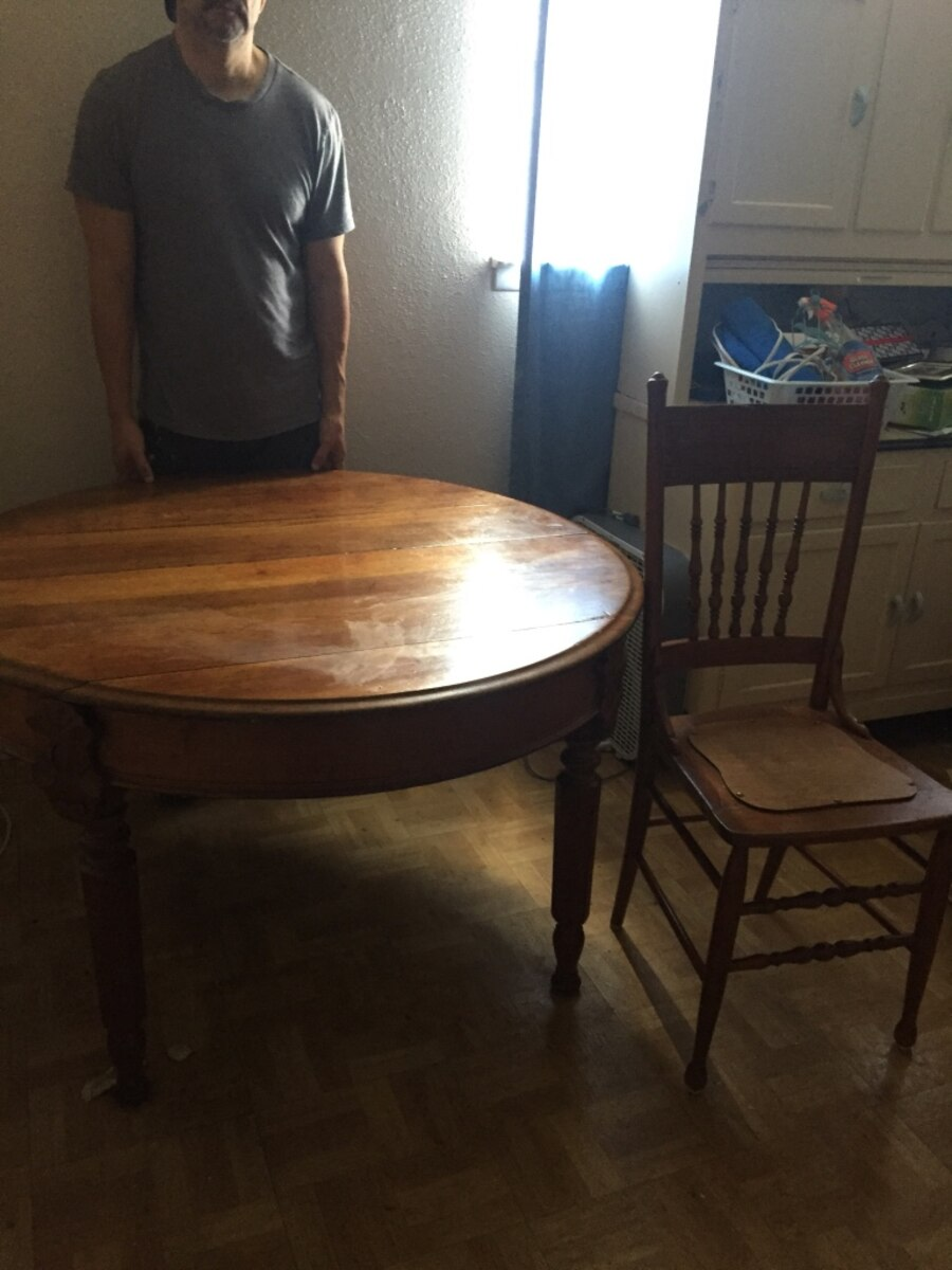 Antique dining table with four chairs in San Antonio letgo : 4f9567cb588a0b76534c8b76b599cc5f from us.letgo.com size 900 x 1200 jpeg 142kB