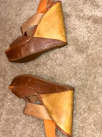 pair of brown leather heeled shoes Laurel, 20723