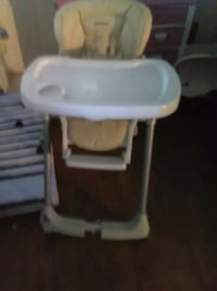 baby's white and gray high chair Fresno, 93702