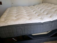 Adjustable queen size mattress and base Mission Viejo, 92692