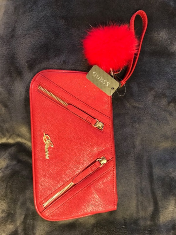 44643991ee4d Used Guess Wristlet for sale in Ottawa - letgo
