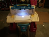 Children's art desk with light. Like new condition  Lockport, 14094