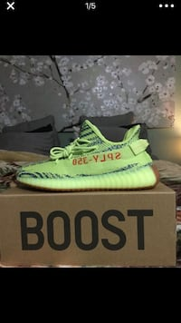 unpaired white and green Adidas Yeezy Boost 350 on box Los Angeles, 91345