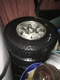 Gray 5-spoke vehicle wheel with tire set Cambridge, N1R 4J1