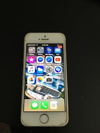 iPhone SE UNLOCKED please look at all photos  Calgary, T2E 1W1