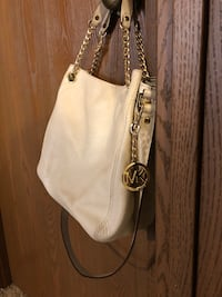 Michael kors white satchel Cincinnati, 45220