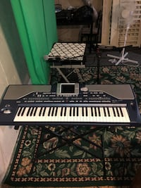 Korg pa800 like new with hard case and stand Calgary, T2E 1G6