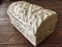 """NEW HAND CARVED AND PAINTED CHEST WITH LID - BEAUTIFUL!! 8"""" Length x 4"""" Tall x 5"""" Width PRICE FIRM  Box, jewelry case, trinkets, container with lid Rancho Santa Margarita, 92688"""