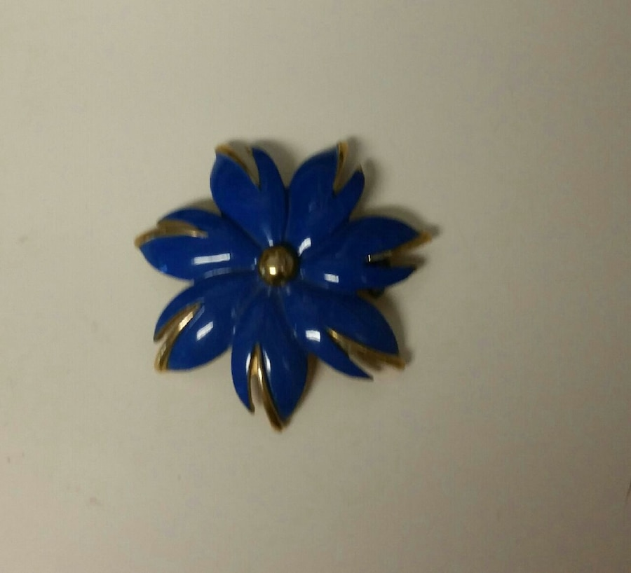 Blue flower brooch for sale in great shape