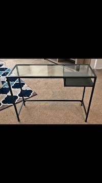 Lovely and petite glass top desk  Apopka, 32712