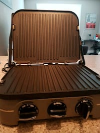 Cusine art grill for sale barely used.  3666 km