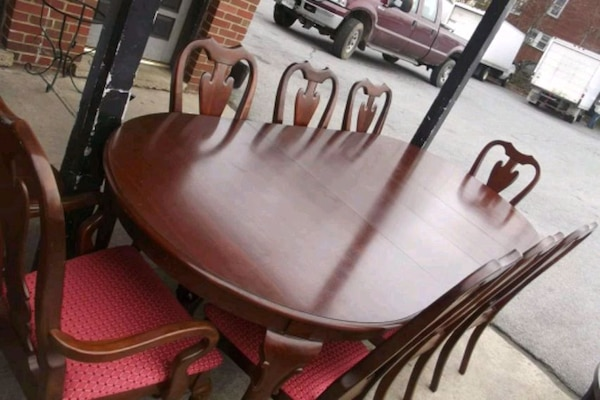 Table with 2 leaves and 8 chairs by Cochran