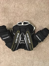 Bauer chest protector jr small Calgary, T3M 1M7