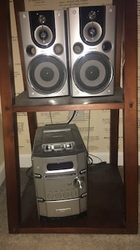 Sony stereo 2 speakers. Holds 6 discs Freehold, 07728