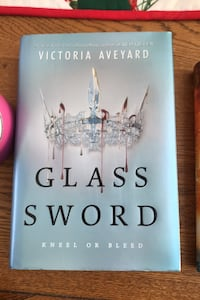 Glass Sword by Victoria Aveyard Newton, 02466