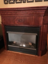 Fireplace mantel with gas insert
