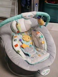 baby's gray and green bouncer Kelowna, V1W 3Y5