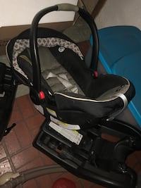 Baby's black and gray car seat carrier Wood Dale, 60191