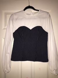 white and black scoop-neck long-sleeved shirt Mississauga, L5L