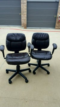 2 Office Chairs Dallas, 75287